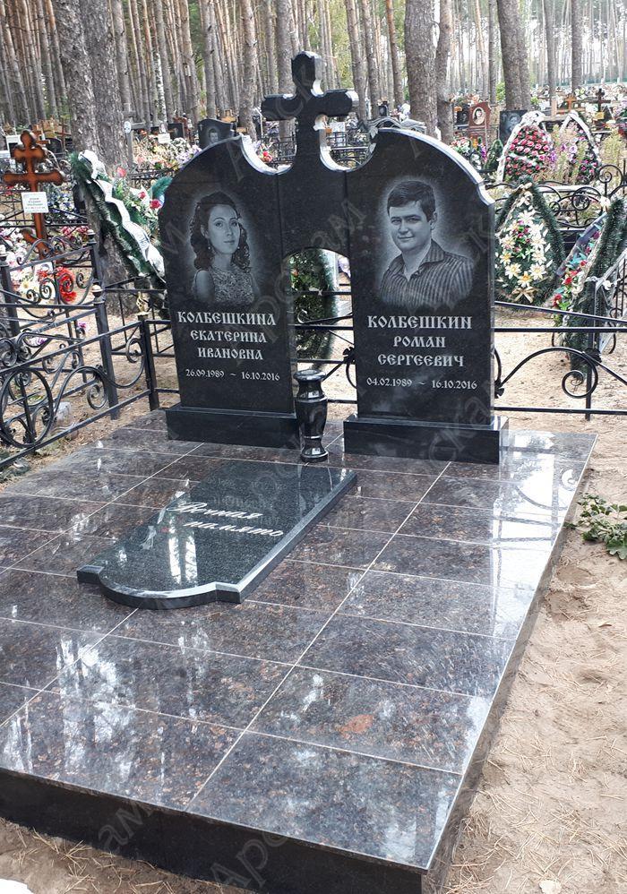 Памятники на могилу в воронеже левый берег цена на памятники в москве салехарде